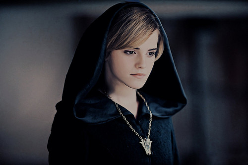 hermione granger fondo de pantalla containing a cloak, a capote, and an opera capa called I amor THIS PIC SOOOOOOOO MUCH