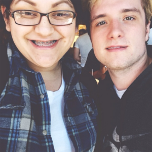 Josh w/ a fã at Chipotle today (02/05/14)