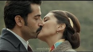 Mahir's and Feride's first kiss!!!