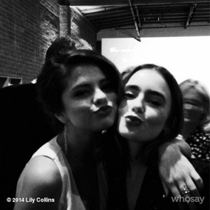 Lily Collins - WhoSay 사진