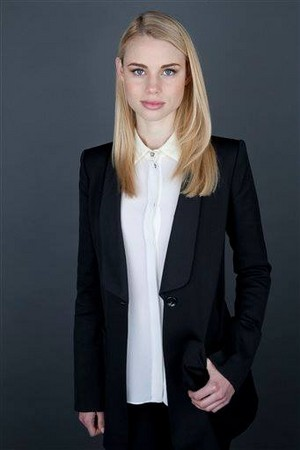 Lucy Fry promo fotos