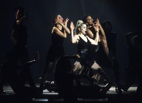 Madonna fond d'écran containing a concert titled Come on Vogue