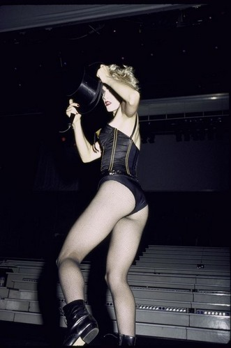 Madonna fond d'écran with tights and a leotard called Open your cœur, coeur