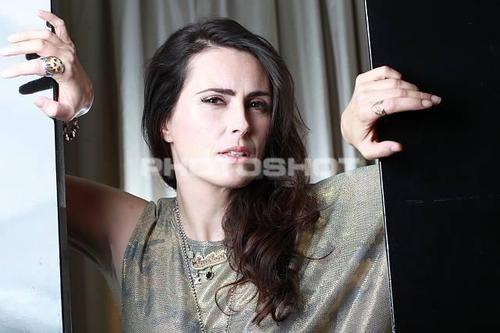 Sharon ماند, خلوت خانہ Adel