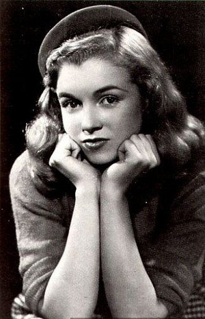 Norma Jeane Dougherty - Bruno Bernard photoshoot (1945)