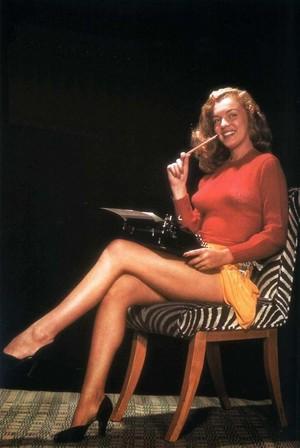 Norma Jeane Dougherty - Bruno Bernard photoshoot (1945)