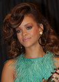 BEZ RIHANNA LOVE - rihanna photo