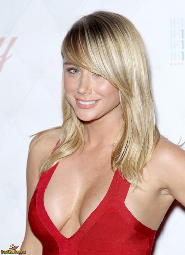 Sara Jean Underwood پیپر وال containing attractiveness and a portrait called Sara Jean<3