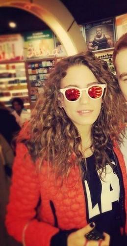 Serenay Sarikaya fond d'écran containing sunglasses titled Serenay Sarikaya ♥