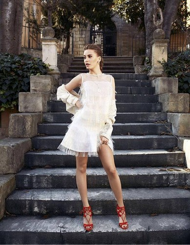 Serenay Sarikaya fond d'écran possibly with bare legs, a dress, and a cocktail dress entitled Serenay Sarikaya ♥ photo Sessions ♥ Elle