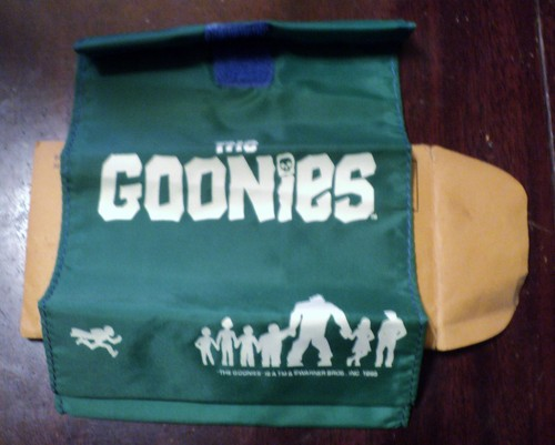 The Goonies দেওয়ালপত্র entitled The Goonies Original Lunch Bag 1985 with envelope