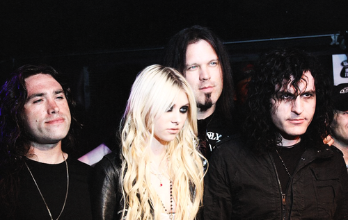 The Pretty Reckless wallpaper with a portrait titled The pretty reckless