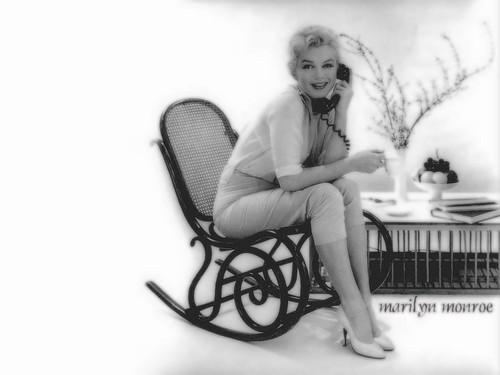 Marilyn Monroe karatasi la kupamba ukuta probably with a rocking chair entitled marilyn monroe