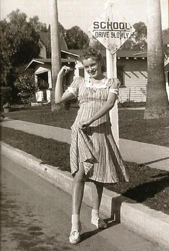 Marilyn Monroe fond d'écran with a rue titled norma jean baker -rare photos