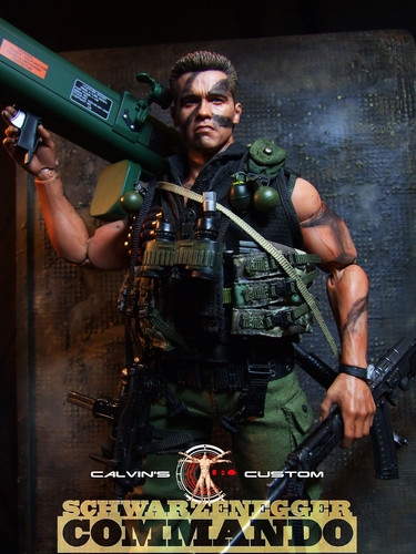 Arnold Schwarzenegger Hintergrund possibly with a schütze and a green baskenmütze titled Calvin's custom one sixth scale Commando figure