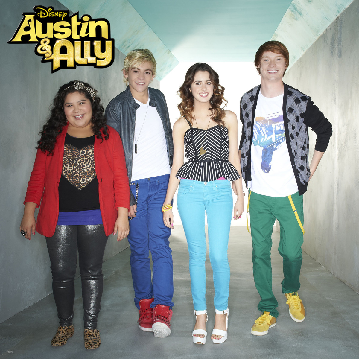 when did austin and ally start dating