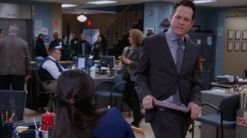Brooklyn Nine-Nine fond d'écran containing a business suit entitled The vautour