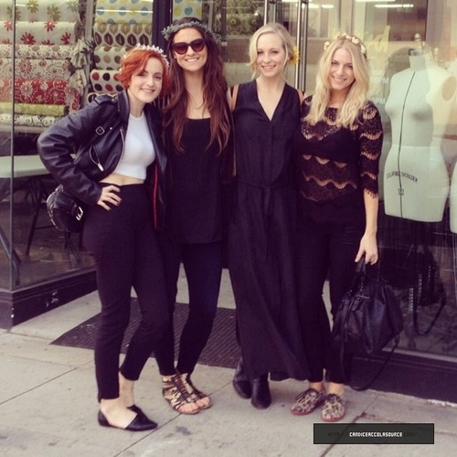 Candice Accola پیپر وال containing a business suit and a well dressed person entitled Candice looking for wedding dress with دوستوں (08/02/14)