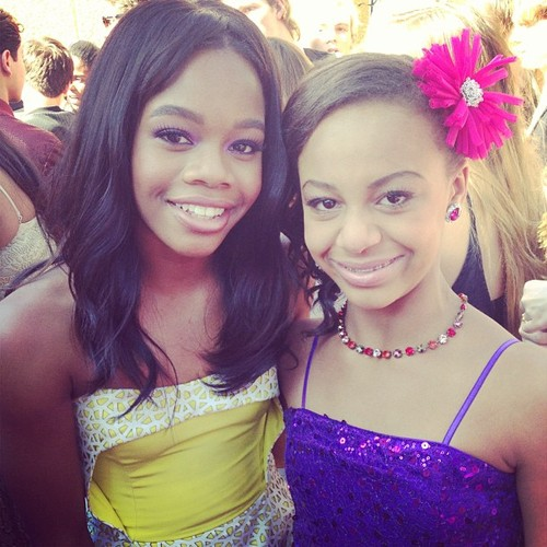 Мамы в танце Обои probably with a bridesmaid, a bouquet, and a portrait entitled Nia and Gabby Douglas