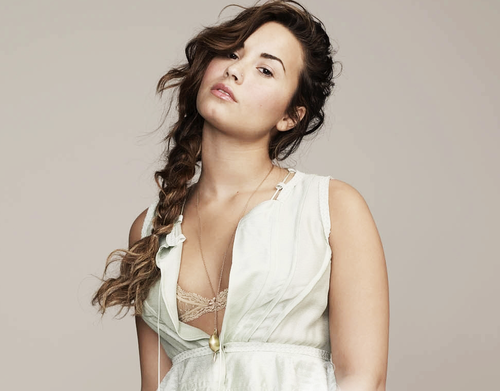 Demi Lovato wallpaper possibly with a cocktail dress, a dinner dress, and a gown called Demi Lovato
