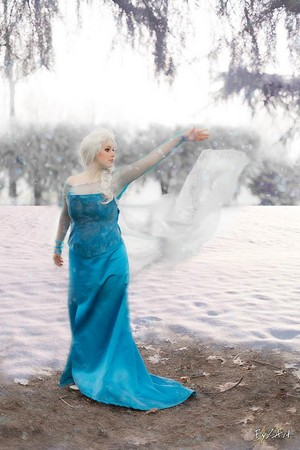 Elsa Cosplay from 겨울왕국