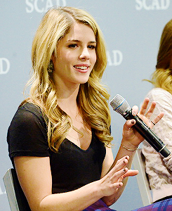 Emily Bett Rickards at aTVfest