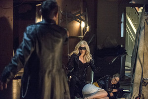 "Arrow: Official Images From ""Time Of Death"""