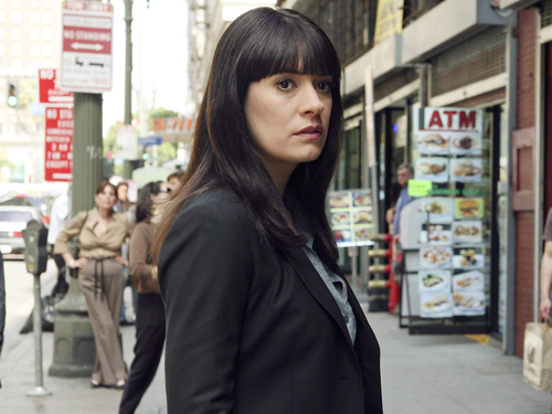 Emily Prentiss 壁纸 with a business suit titled Emily Prentiss