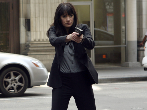 Emily Prentiss 壁纸 with a business suit, a well dressed person, and a 街, 街道 titled Emily Prentiss
