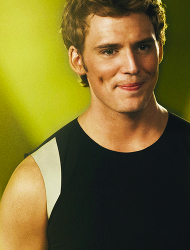 Finnick Odair kertas dinding containing a jersey entitled Finnick Odair