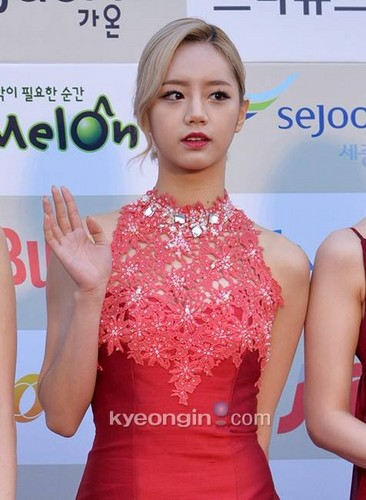 Girl's Day wallpaper containing a portrait titled Hyeri - Gaon Chart Kpop Awards