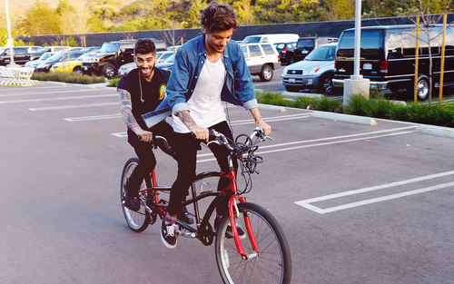 Louis Tomlinson fond d'écran possibly containing a bicycle built for two and a aller à vélo called Louis and Zayn