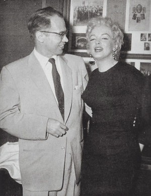 Marilyn with journalist-1956