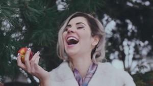 マリーナ and The Diamonds - Primadonna - 音楽 Video Screencaps