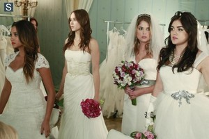 Pretty Little Liars - Epsiode 4.23 - Unbridled - Promotional фото