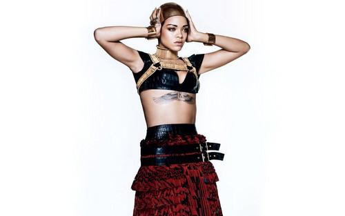 Rihanna fond d'écran probably with a jupe titled Rihanna Vogue (March 2014)