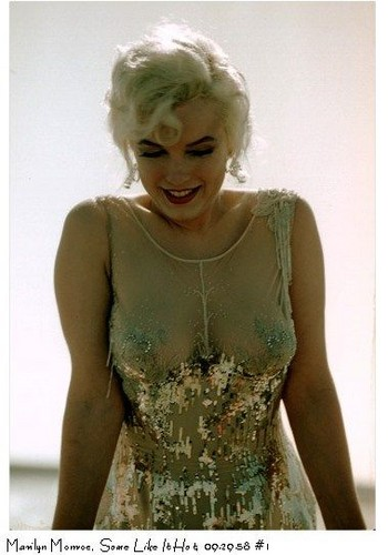 Marilyn Monroe karatasi la kupamba ukuta entitled Some Like it Hot(1958 )-photographed kwa Richard C. Miller