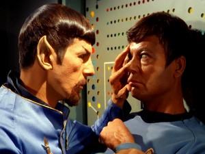 Spock and অস্থি