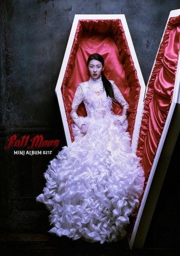 Sunmi Обои probably containing a bridesmaid titled Sunmi teaser image 'Full Moon'