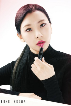 Sunmi with red lipstick