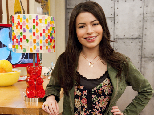 iCarly वॉलपेपर possibly with an apron, a sundress, and a jumper called Carly
