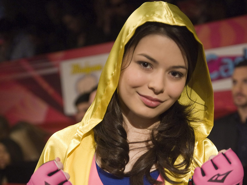 iCarly wolpeyper probably containing a hood entitled Carly