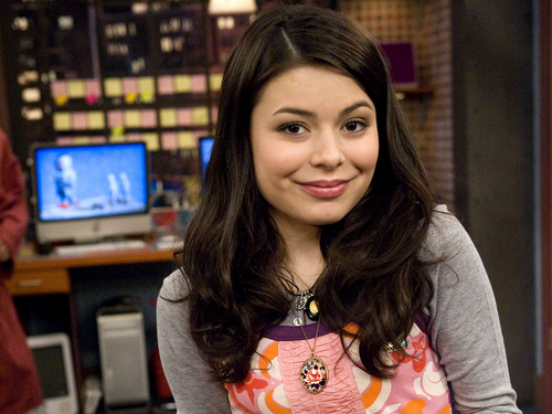 iCarly achtergrond possibly with a portrait called Carly