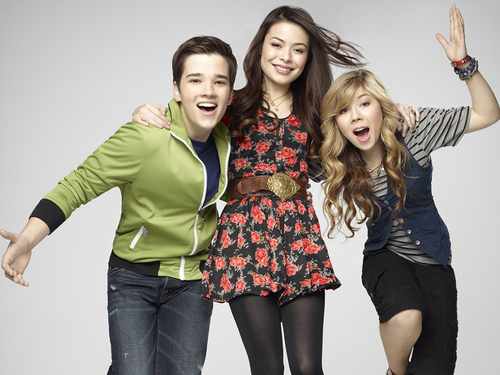 iCarly वॉलपेपर probably containing bare legs and a hip boot entitled iCarly