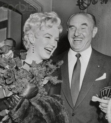 Marilyn Monroe karatasi la kupamba ukuta containing a business suit and a suit titled marilyn monroe with Jack Warner
