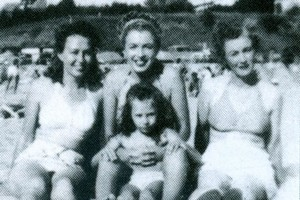 mona with aunt norma jean and berniece and gladys