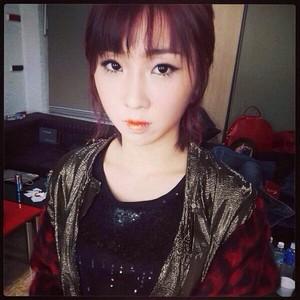 """Minzy's Instagram Update: """"Missing 당신 #makeup #hair"""" (131121)"""