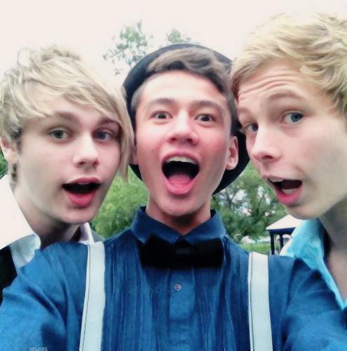 5 segundos of summer wallpaper called Mikey, Calum and Luke