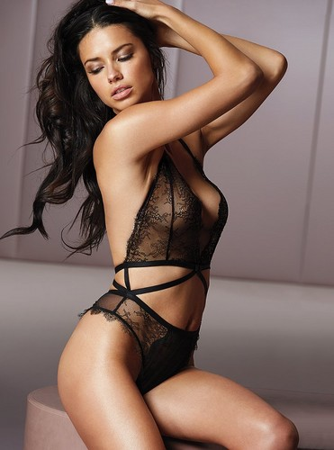 Adriana Lima پیپر وال probably containing a bikini, a swimsuit, and a swimsuit کا, سومساٹ entitled Adriana Lima