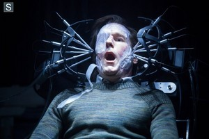 Almost Human - Episode 1.12 - Beholder - Promotional фото